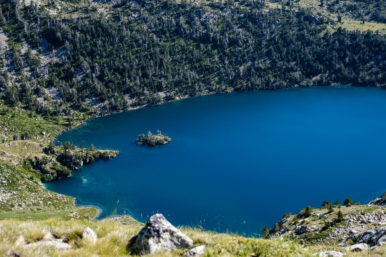 Vue sur le lac d'Aubert depuis la crête de Barris