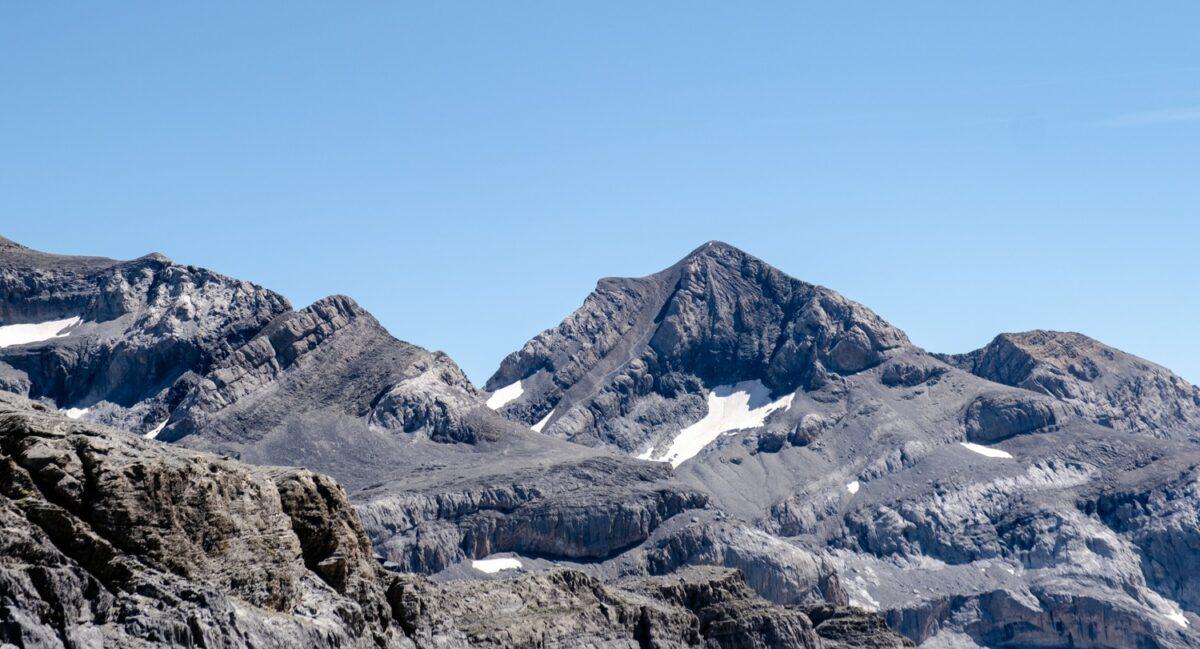 Vue sur le mont perdu au loin