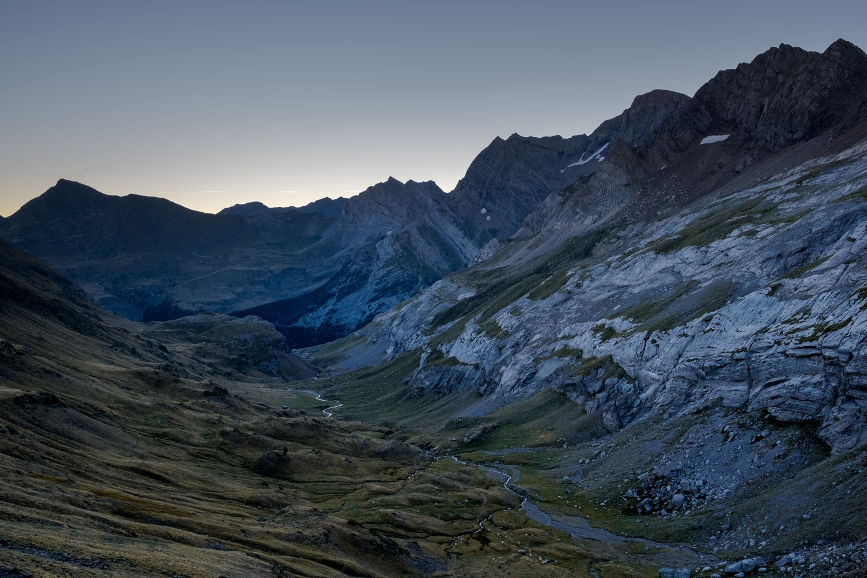 vallée de gavarnie depuis le col des tentes, en route pour le Mont Perdu